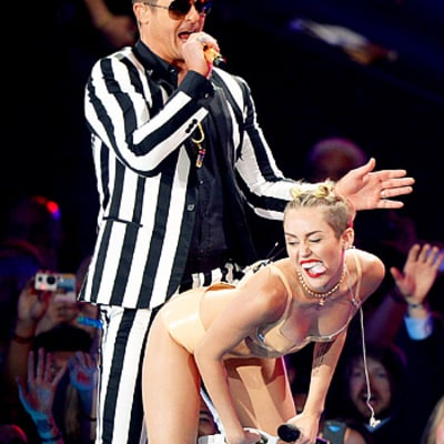 Miley Cyrus, Robin Thicke Perform Raunchy Rendition of