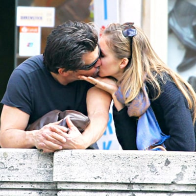 Josh Brolin Dating His Assistant Kathryn Boyd, Couple Kisses in Rome: Picture