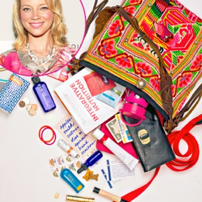 Amy Smart: What's In My Bag?