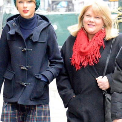 Taylor Swift's Mom Has Been Diagnosed With Cancer