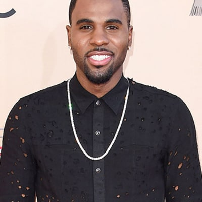 Jason Derulo Did Not Trip on the Met Gala 2015 Steps, Was Not Even on Red Carpet, Says Rep