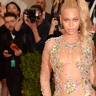 Pizza Man Photobombs Jay Z, Beyonce With Slice on Met Gala 2015 Red Carpet: Funny Photo