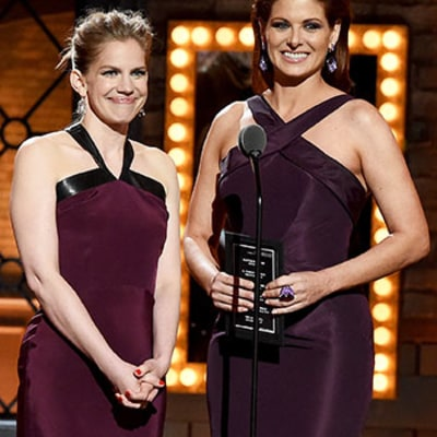 Tonys 2015 Presenters Debra Messing, Anna Chlumsky Accidentally Wear Matching Dresses: Pictures