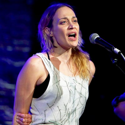 Watch Fiona Apple Sing a Really, Really Dark Anti-Trump Song to the Tune of 'The Christmas Song': Listen Now