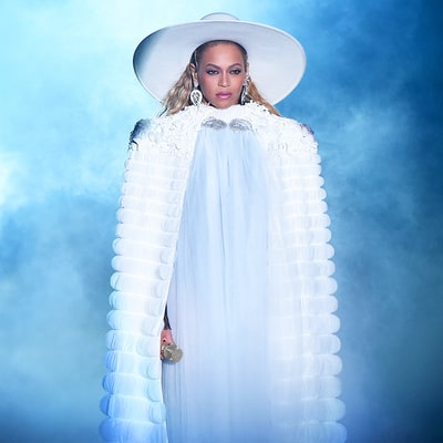 Beyonce Performs Extensive 'Lemonade' Album Medley During MTV VMAs 2016 — Baseball Bat Included — And Shuts It Down