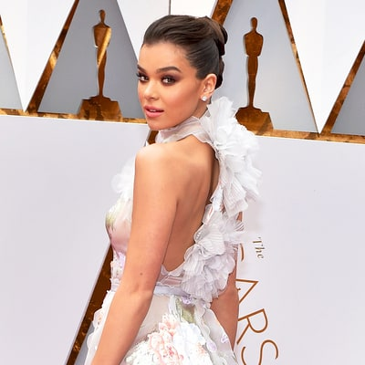 Hailee Steinfeld's Nearly Naked Dress Stuns on the Oscars 2017 Red Carpet