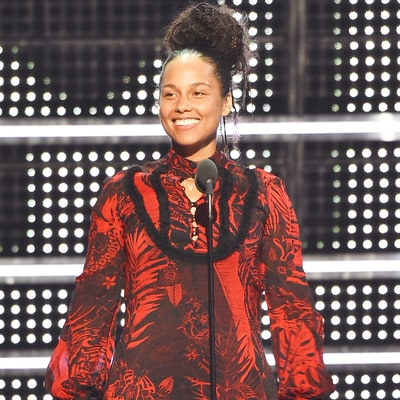 Alicia Keys Sings Original Poem About Equality at the 2016 MTV VMAs in Honor of Martin Luther King Jr.