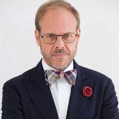 Here's Why Alton Brown Stopped Wearing Bow Ties