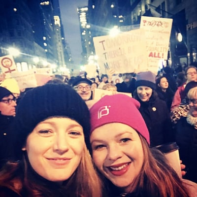 Pregnant Amber Tamblyn Meets Up With Traveling Pants' Blake Lively and America Ferrera at Women's March