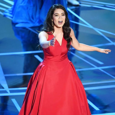 Moana's Auli'i Cravalho Barely Flinches as She's Hit in the Head With a Flag During Oscars 2017 Performance