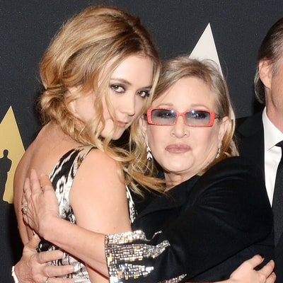 Billie Lourd Shares Touching Throwback Photo Nearly Two Months After Mom Carrie Fisher's Death