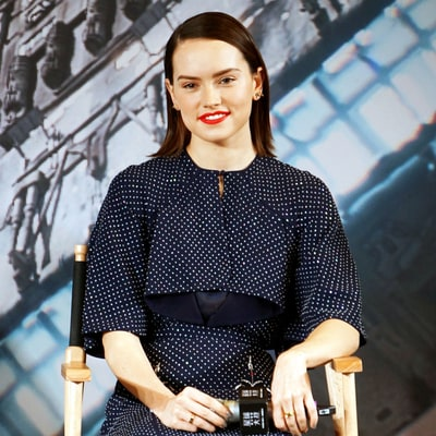Daisy Ridley Wraps Up 'Star Wars' Tour in Shimmering Blue Dress