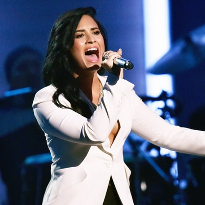 Demi Lovato Earns Lionel Richie's Approval During Grammys 2016 Tribute Singing 'Hello'