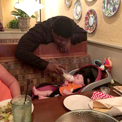 A Waiter at Olive Garden Did Something Unexpected for an Overwhelmed Mom