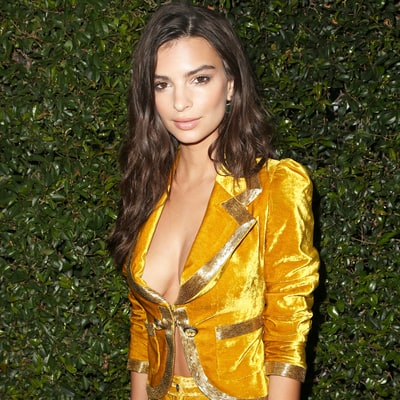 Emily Ratajkowski Flaunts Her Bare Butt in a Bathtub While on Vacation