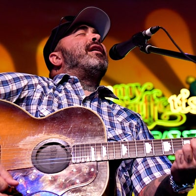 Aaron Lewis on Pop Country: 'I'm Not Saying They're Not Good Songs'