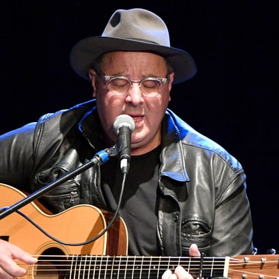 See Vince Gill, James Taylor's Heavenly Take on 'Bartender's Blues'