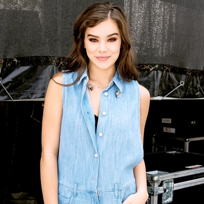 Hailee Steinfeld: What's In My Bag?