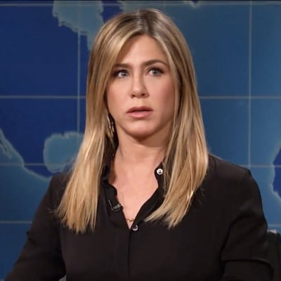 Jennifer Aniston Crashes 'Saturday Night Live' to Critique Its Portrayal of Friends' Rachel