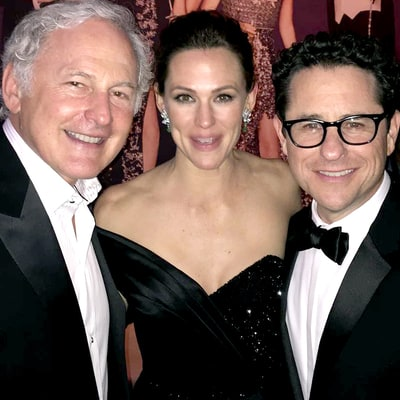 Jennifer Garner Has 'Alias' Reunion With Victor Garber, J.J. Abrams at Oscars 2016 Afterparty
