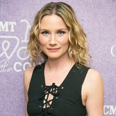 Jennifer Nettles Carries Dance Socks in Her Tote