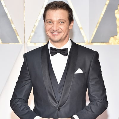 Jeremy Renner High-Fives Daughter Ava, 3, Before Walking the Oscars 2017 Red Carpet