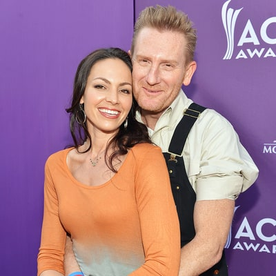 Rory Feek Watches Wife Joey Feek 'Pour a Lifetime of Love Into a Few Minutes': Heartbreaking Pic