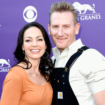 Joey Feek Gets Special Visit From Her Wedding Pastor