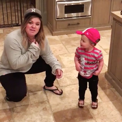 Kelly Clarkson, Daughter River Rose Have an Epic Dance Party to Salt-N-Pepa's 'Push It'