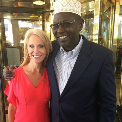 Donald Trump's Campaign Manager Kellyanne Conway Poses With President Barack Obama's Half Brother Malik Obama at Final Debate: Photo