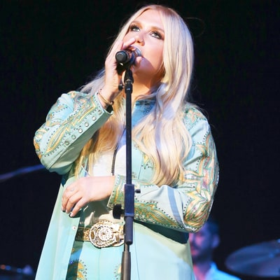 Kesha Sings Emotional Cover of Bob Dylan's 'I Shall Be Released' at Dylan Fest