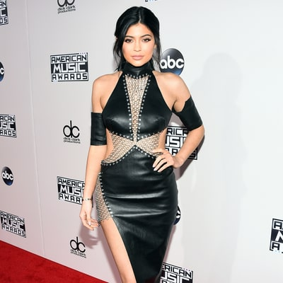 Kylie Jenner Makes a Statement in Leather, Chains at AMAs 2015