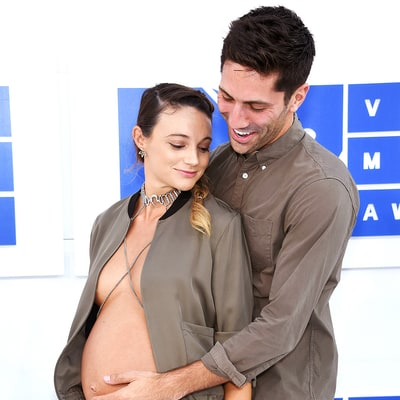 Nev Schulman's Pregnant Fiancee Laura Perlongo Goes Shirtless, Bares Belly at MTV VMAs 2016