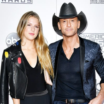 Tim mcgraw brings gorgeous daughter maggie 17 to cmts for How old are faith hill s daughters