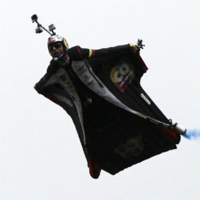 Record-Holding Wingsuit Pilot Dies in Training