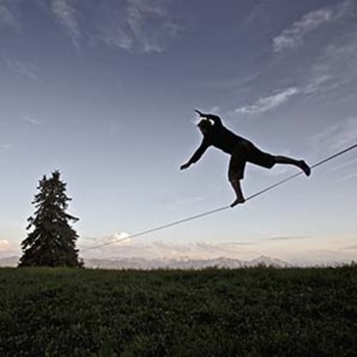 Slacklining for Better Knees
