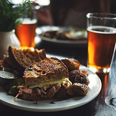 The In-Depth, Unpretentious Guide to Pairing Food and Beer