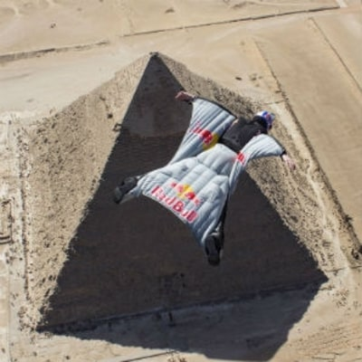 Watch a BASE Jumper Make the First Flight Over the Pyramids