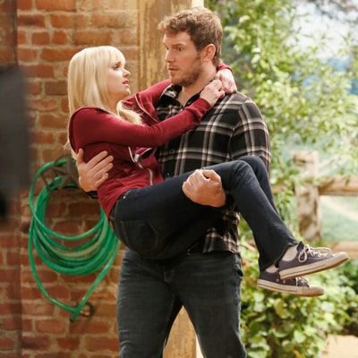 'Mom' Recap: Chris Pratt Joins Wife Anna Faris for Five Cutest Moments — Including Steamy Stable Sex!