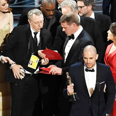 Watch the Moment When the Oscars 2017 Best Picture Mix-Up Between 'La La Land' and 'Moonlight' Was Realized
