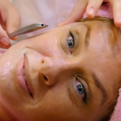 Former Supermodel Rachel Hunter Shaves Her Whole Face to Get Rid of Wrinkles