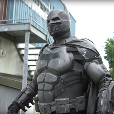 Batman Cosplay Suit Sets World Record With 23 Gadgets