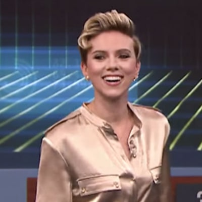 Watch Scarlett Johansson, Dove Cameron Play 'VR Pictionary' on 'Fallon'
