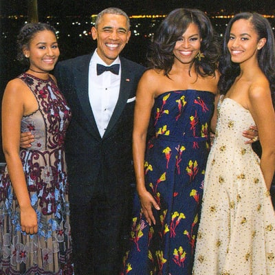 See the Obama Family's Final White House Christmas Card (Including Dogs Bo and Sunny's Paw Prints!)