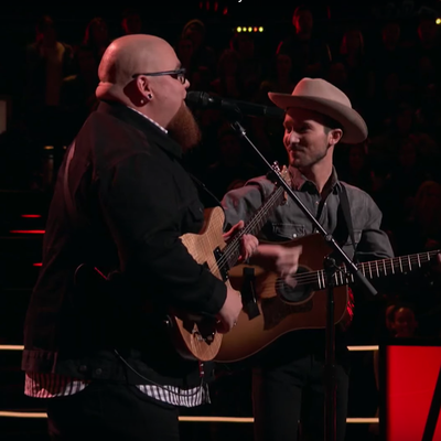 See Adam Levine's 'Voice' Team Sing Surprising Garth Brooks Cover