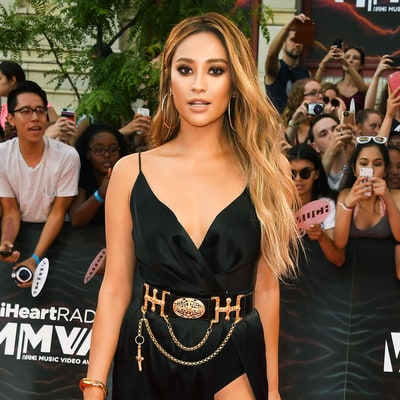Shay Mitchell Rocks a Realistic Blonde Wig at the iHeartRadio MMVAs 2016
