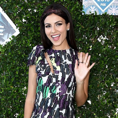 All the Details on Victoria Justice's Beauty, Hair Looks at the Teen Choice Awards